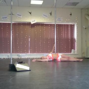 Kerry-Louise Practice Pole Dancing Routine Floor Work
