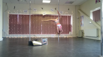 Kerry-Louise Practice Pole Dancing Routine Invert